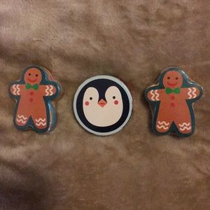 Avon Gingerbread and Penguin Holiday Washcloth..
